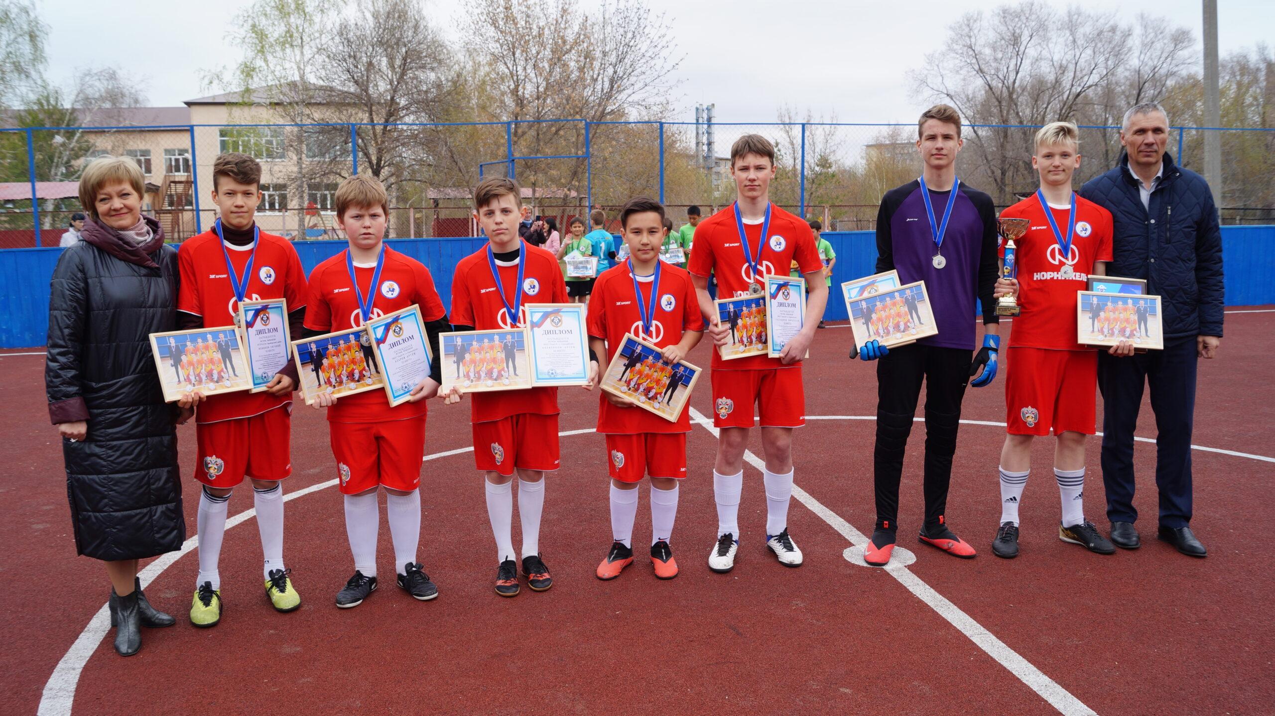Чествование юных футболистов