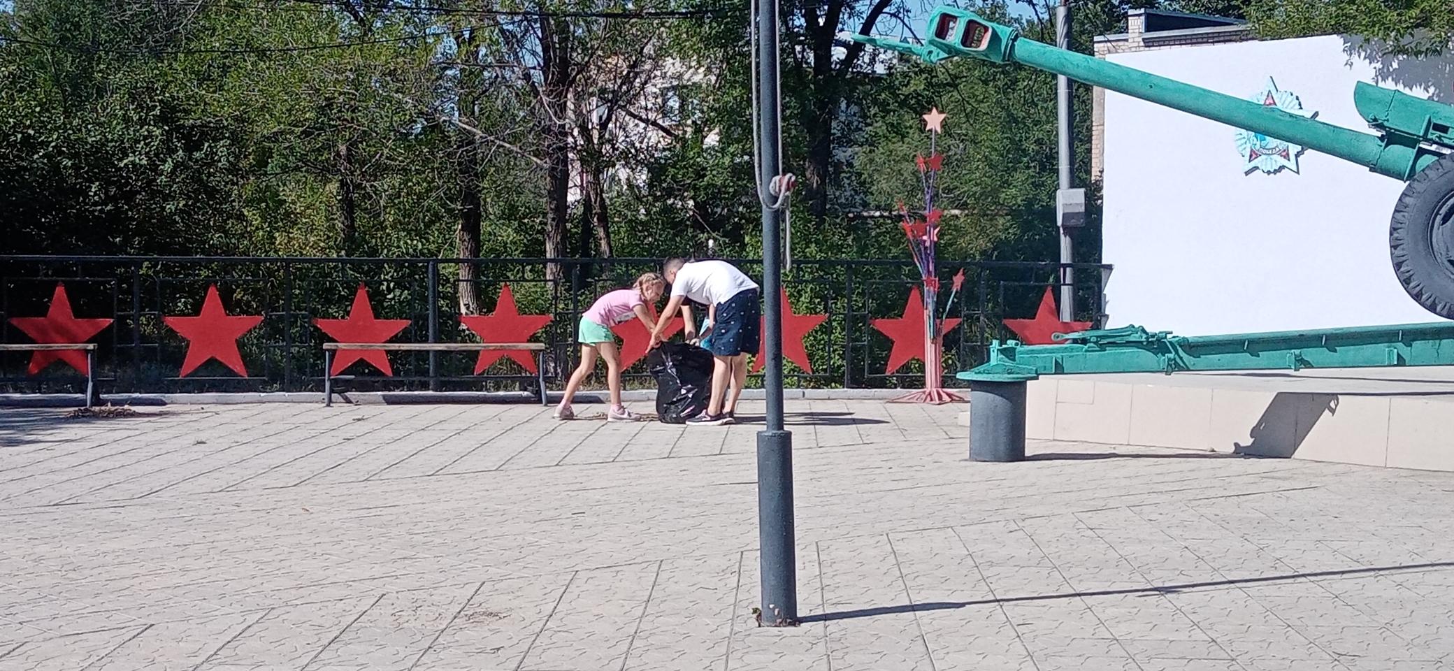 Волонтёры п.Первомайский провели очередной субботник